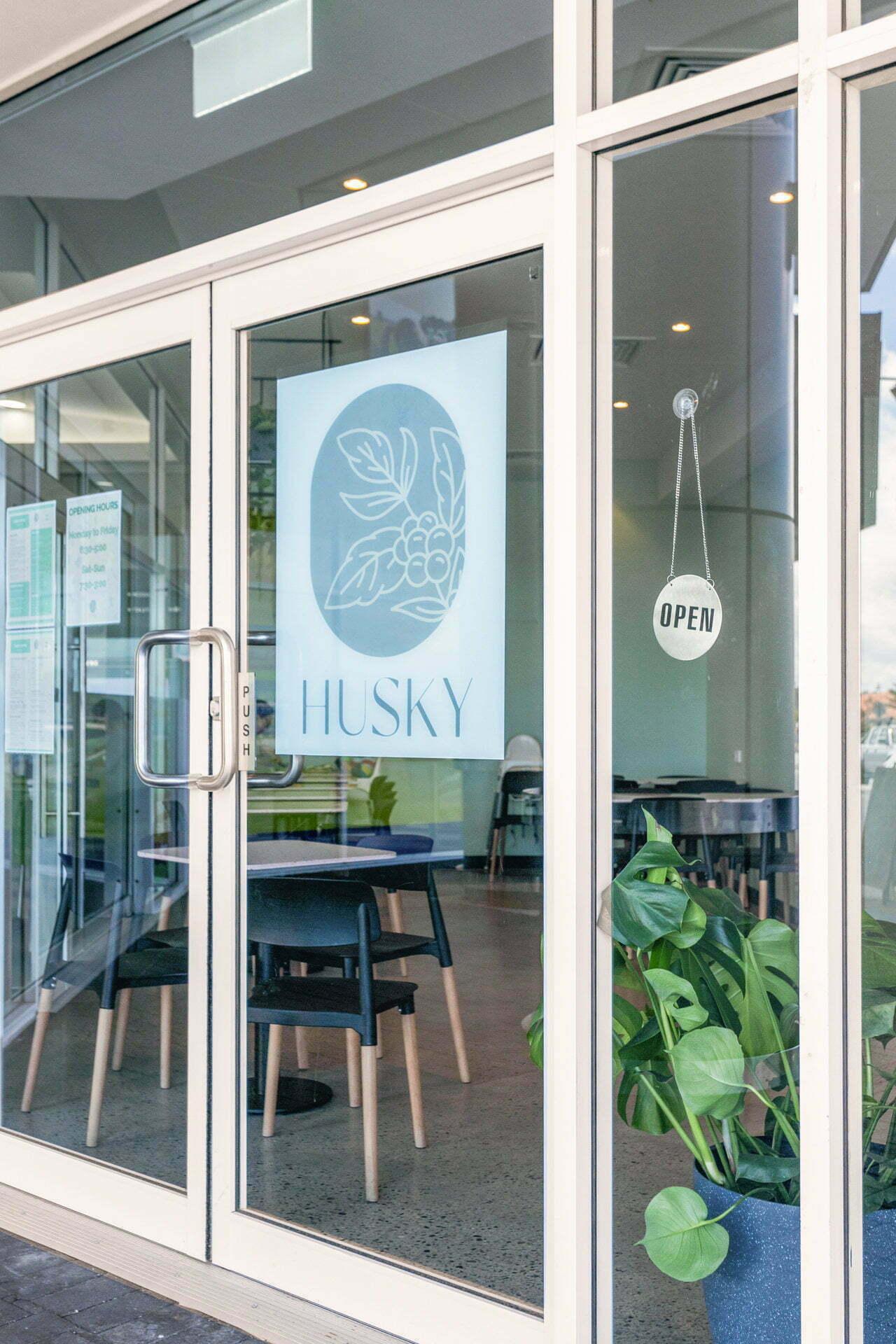 WEB Husky Cafe 25